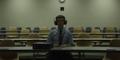 David Fincher helped launch Netflix's House of Cards in Now, the director is back with a new series called Mindhunter, about a pair of FBI agents who interview imprisoned serial killers to. Tv Series 2017, Netflix Series, David Fincher, Film School, School 2017, New Netflix, Brave Girl, Serial Killers, Film Movie