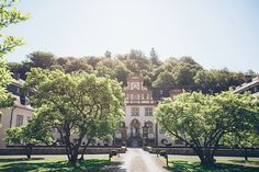 Foto: @connylietz  Schloss Ehreshoven Sidewalk, In This Moment, Bride, Mansions, House Styles, Decor, Photos, Registry Office Wedding, Beautiful Places
