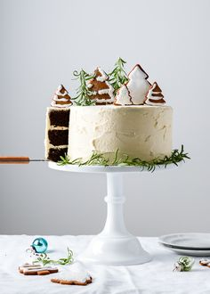 A rich and decadent chocolate spice cake with a flavorful ginger buttercream frosting Three layers all decked out for the holidays with iced gingerbread cookie decoration. Christmas Cake Designs, Christmas Cake Decorations, Holiday Cakes, Christmas Desserts, Christmas Baking, Christmas Trees, Christmas Cupcakes, Xmas, Super Torte