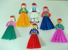 Ντύσαμε τις Ελληνοπούλες με μακριές φούστες και τα τσολιαδάκια με τη φουστανέλα τους, χρησιμοποιώντας γκοφρέ χαρτιά σε διάφορα χρώματα. Princess Peach, Fictional Characters, Jars, Fantasy Characters