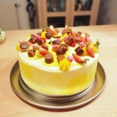 Min bedste opskrift på jordbærkage – BEDRE END BAGERENS!   amatoerkokken Danish Food, Cheesecake, Strawberry, Pudding, Easter, Facebook, Lemon, Cheesecakes, Custard Pudding