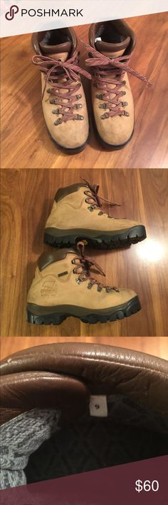 reputable site 522fb 3bbf5 Rugged Vibram soles with minimal wear. Scuffs and marks on leather.  Removable insole. Overall excellent condition. Zamberlan Shoes