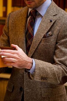 Brown Tweed Suit - shame about the shirt collars & tie knot though