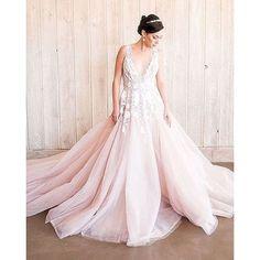 Fabulous designs of @misshayleypaige is making bridal dreams come true!!! Photo:@1985lukephotography   @heyweddinglady @hautebridedesign. #misshayleypaige #jlmcouture #bride #dreamdress #bridalinspo #wedding #fashion #bridal #couture #igers #wedingbells #