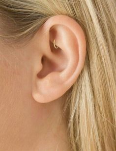 Current trends in piercings on the ear for 2018 - nade in piercings - . - Current trends in piercings on the ear for 2018 – nade in piercings – - Helix Piercings, Cute Ear Piercings, Piercing Tattoo, Rook Jewelry, Cartilage Jewelry, Helix Jewelry, Set Fashion, Fashion Jewelry, Ear Piercings