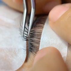 Eyelash extension professional operation - Home & Women Perfect Eyelashes, Natural Fake Eyelashes, Thicker Eyelashes, Eyelash Extensions Salons, Black Hair Extensions, Eyelashes Tutorial, Eyelash Technician, Normal Makeup, Beauty Lash