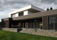 Moderní rodinný dům na okraji lesa