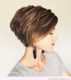 Short hair, lovely makeup and long earrings – Watch out Ladies