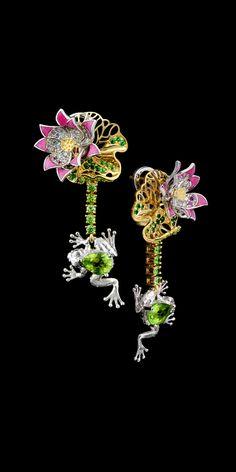 Master Exclusive Jewellery - Collection - Animal world earrings #10757. 18K yellow and white gold, chrysolite 1.36 ct., diamonds, black diamonds, pink sapphires, tsavority, demantoid garnets, enamel.