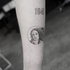 Boticelli's The Birth of Venus inspired Venus tattoo. Boticelli's The Birth of Venus inspired Venus tattoo. Boticelli's The Birth of Venus inspired Venus tattoo. Mini Tattoos, Body Art Tattoos, New Tattoos, Small Tattoos, Cool Tattoos, Tatoos, Sternum Tattoo, Tattoo Henna, Cat Tattoo