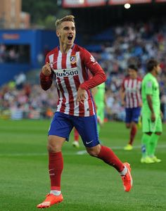 Le plus fort ❤️ne change rien notrr heros 💜💖❤️ French Soccer Players, Good Soccer Players, Football Players, Antoine Griezmann, Real Madrid Football, Football Shoes, Football Soccer, Juventus Fc, Athletic Men
