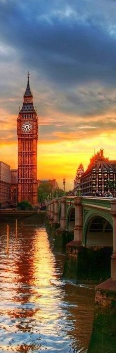Wow, I've seen this several times but this is the best photo ever, London's Big Ben