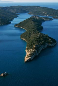 Croatia Travel Blog: Absolute-must-do things to do in Croatia one key suggestion - take a romantic sailing trip Click to find out more!