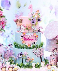 Esplêndido esse bolo com o tema Jardim! Baby Birthday Cakes, Baby Girl Cakes, Fairy Birthday Party, Castle Birthday Cakes, Fairy Cakes, Cute Cakes, Cake Creations, Themed Cakes, Cake Art