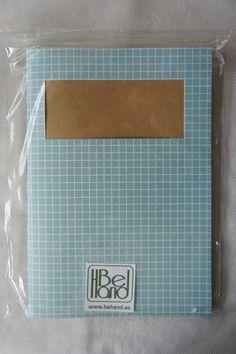 Cuaderno de cuadros azul. Hecho a mano. Handmade. DIY.