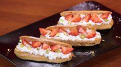 """750g vous propose la recette """"Éclairs Fraise chantilly"""" accompagnée de sa version vidéo pour cuisiner en compagnie de Chef Damien et Chef Christophe."""
