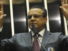 Henrique Eduardo Alves é eleito presidente da Câmara no primeiro turno | Brasília, DF. Com 271 votos, o deputado Henrique Eduardo Alves (PMDB-RN) foi escolhido há pouco o novo presidente da Câmara dos Deputados para o biênio 2013/2015. O vencedor foi eleito em primeiro turno, em sessão de eleição que contou com a presença de 496 deputados. http://mmanchete.blogspot.com.br/2013/02/henrique-eduardo-alves-e-eleito.html#.URA8QaWCmSo