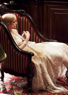 Daisy Buchanan - Carey Mulligan in The Great Gatsby, set in 1922 Daisy Great Gatsby, Great Gatsby Outfits, The Great Gatsby Movie, Great Gatsby Fashion, 1920s Aesthetic, Escape The Night, Gatsby Costume, Black And White Coat, Carey Mulligan