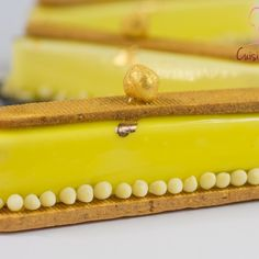 Entremets individuels yuzu praliné et noisette Concorde, Tartelette Mojito, Biscuits, Eclairs, Butter Dish, Food To Make, Cheesecake, Dishes, Recipes