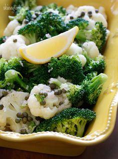 Salada de brócolis e couve-flor com alcaparras