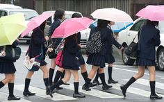 Le célèbre comique Kenichi Takahashi, ancien membre du duo King of Comedy a été mis en garde à vue pour le vol d'un millier d'uniformes d'écolières à Tokyo.