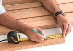 Aprenda a fazer uma cabeceira de ripas de madeira. Fotos publicadas na revista MINHA CASA.