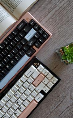 Gaming Room Setup, Pc Setup, Office Setup, Desk Setup, Modern Desk Accessories, Computer Accessories, Tech Accessories, Computer Keyboard, Keyboard Keys