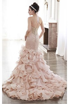Glamorous Court Train Sweetheart Buttons Empire Wedding Dresses