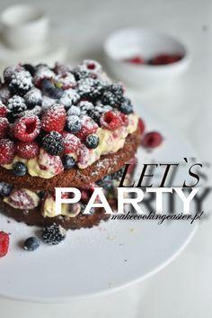 Czekoladowe brownie z owocami i lekkim kremem ♥ | Make Cooking Easier