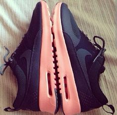 Pink nike free runners ! Workout shoes ! Need ♥      Want these #nike #shoes! Maybe they will motivate me to work out more! :)
