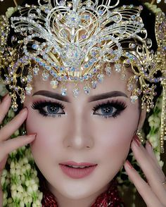 Muslimah Wedding Dress, Wedding Hijab, Wedding Poses, Simple Wedding Makeup, Wedding Make Up, Royal Wedding Gowns, Wedding Dresses, Hijab Style Tutorial, Indonesian Wedding