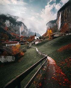 "23.6 mil Me gusta, 485 comentarios - EMMETT SPARLING (@emmett_sparling) en Instagram: ""Everybody please go add 'Frolic through Lauterbrunnen Switzerland' to your bucket list. This place…"""