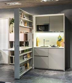 Architects and designers are more than ever involved in the organization of small spaces and the design of multifunctional furniture for small apartments and tiny houses. Here are a few tiny spaces design ideas. Micro Kitchen, Kitchen Box, Small Space Kitchen, Compact Kitchen, Small Spaces, Kitchen Unit, Kitchen Living, Kitchen Shelves, Kitchen Ideas