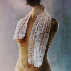 いいね!40件、コメント2件 ― Angelicaleaf Designerさん(@angelica_leaf)のInstagramアカウント: 「繊細なリバーレースに合うように  トーションレースも繊細な糸で製作したストール。短めなので 夏、紫外線対策に役立ちます❤️こちらはマガジンランドさんから出版されている…」