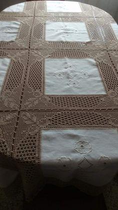 Crochet Tablecloth, Vintage Knitting, Decor, Baby Swaddle, Linen Tablecloth, Crochet Borders, Table Linens, Shawl, Fabrics