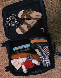 What's better than traveling packing in 2019 путешествия, од Vacation Packing, Packing Tips For Travel, Travel Essentials, Travel Goals, Suitcase Packing, Travel Style, Summer Aesthetic, Travel Aesthetic, Summer Goals