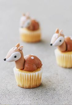 How darling are these mini cupcakes? These would be so cute on any fall party table! Cupcakes by Fondant Toppers, Fondant Cupcakes, Mini Cupcakes, Whale Cupcakes, Animal Cupcakes, Hunting Cupcakes, Woodland Cake, Home Baking, Christmas Desserts