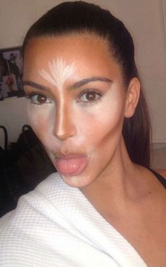 Kim Kardashian does it with clever contouring, Jennifer Aniston does it with highlighter but how else can you make your nose smaller? We spoke to Simon Cowell's personal make-up artist Julia Carter about how to soften and disguise a strong nose using make-up. Bronzer and blending aside there's also handy hairstyles you can wear to slenderize your nose and we've got all that covered too.