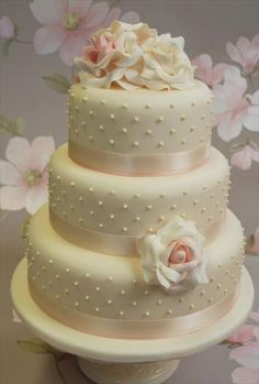 Round 3 tier ivory wedding cake with white roses Ivory Wedding Cake, 3 Tier Wedding Cakes, Square Wedding Cakes, Small Wedding Cakes, Wedding Cake Roses, Amazing Wedding Cakes, Cream Wedding, Wedding Cake Designs, Pretty Cakes