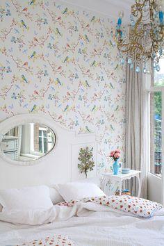 Early bird white 386010 - Seinäruusu - Verkkokauppa ~~~~ super-sweet, and look at mirror in headboard  :-)