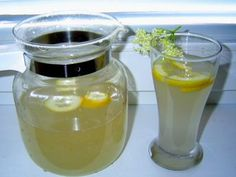 2_domaci-bezinkova-limonada-recept Hurricane Glass, Smoothie, Food And Drink, Jar, Homemade, Drinks, Tableware, Kitchen, Gardening