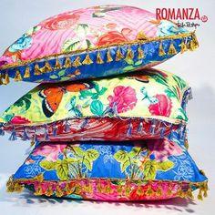 Color, diseño y comodidad. Tres características de nuestros lindos cojines, perfectos para tu sala, habitación o cualquier espacio de tu hogar #Romanza #TalaRestrepo #DecoracionMedellin