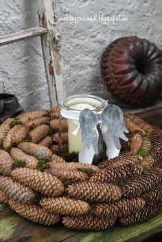 DIY Kranz aus Zapfen und Zimtbrezeln…                                                                                                                                                                                 Mehr