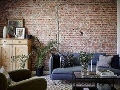 Ga voor een edgy look met een bakstenen muur in je woonkamer