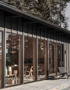 Furudrömmen i Kungsdalen ett stenkast från staden Andreas Martin, Cottage Design, House Design, Beach Cottage Style, Tiny House Cabin, Swedish House, Cabins And Cottages, House Extensions, Coastal Homes