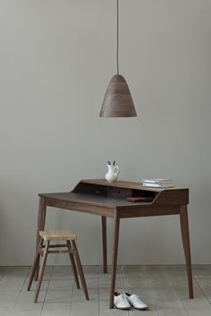 Russell Pinch, Yves writing desk (photo by James Merrell). Table Furniture, Furniture Design, Office Furniture, Design Desk, Furniture Layout, Luxury Furniture, Antique Furniture, Home Office, Design Minimalista