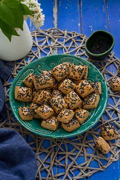 Imádunk sütni - Teljes kiőrlésű sajtos kocka Cookies, Recipes, Food, Crack Crackers, Biscuits, Essen, Meals, Cookie Recipes, Eten