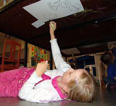 """Temaet i billedskolen i denne sæson er """"På hovedet/Hovedværker"""". Så selvfølgelig skulle mine yngste elever tegne på hovedet, ..."""