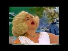 Fafy Siqueira - A Praça é Nossa - 1989=HUMOR DA PRAÇA É NOSSA - SBT - 1989  Programa de 2º aniversário de A Praça é Nossa, em 1989. Num texto de Magalhães Jr., a comediante Fafy Siqueira, em seu personagem da portuguesa Dona Jupira, entra em cena travestida de Marylin Monroe, contando para Carlos Alberto que ela pretende tornar-se artista- TÃO FAMOSA COMO FOI MERILIN MONROEI  VIDEO SOB Licença padrão do YouTube