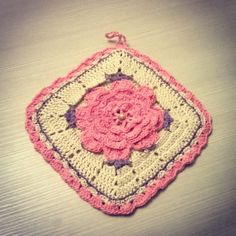 Presina con fiore all'uncinetto - potholder crochet